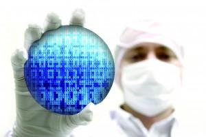 메모리에 0과1의 디지털 신호를 저장할때 반도체인 트랜지스터를 쓴다. - istockphoto 제공